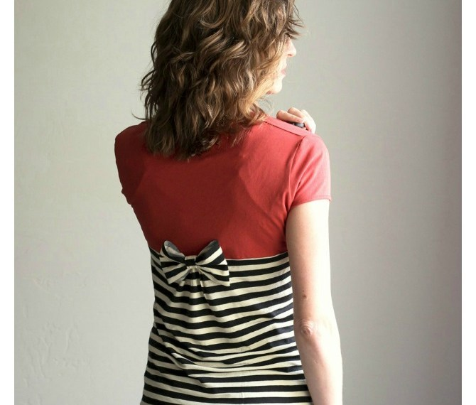 Gathered Back T-shirt Refashion | Mabey She Made It | #refashion #upcycle #womensfashion #fashion