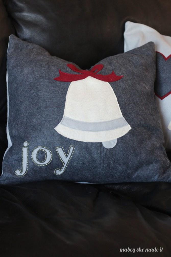 How to Make Christmas Pillow Shams   Mabey She Made It   #christmas #pillowsham #homedecor #pillow