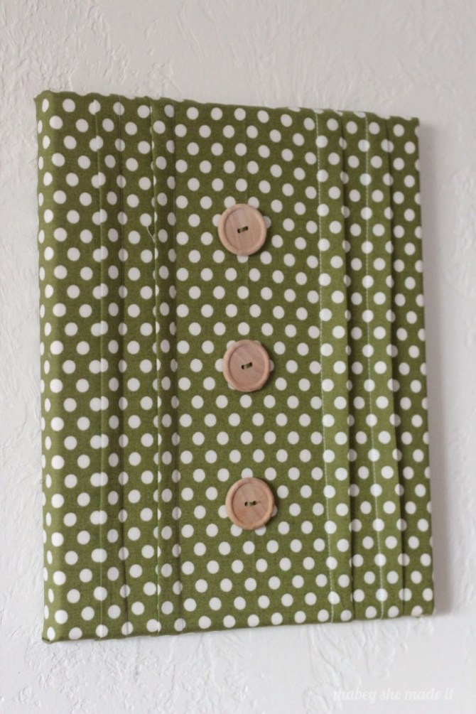 Pintucked canvas | Mabey She Made It | #sewing #pintucks #canvas #wallart