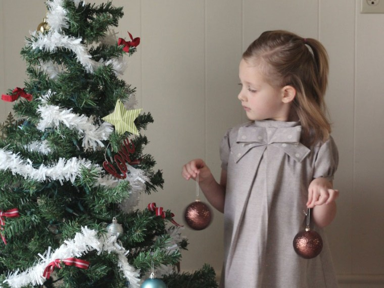 Design Your Own Fabric with Stencils | Mabey She Made It | #christmas #stencil #sewingforkids #sewing #blankslatepatterns