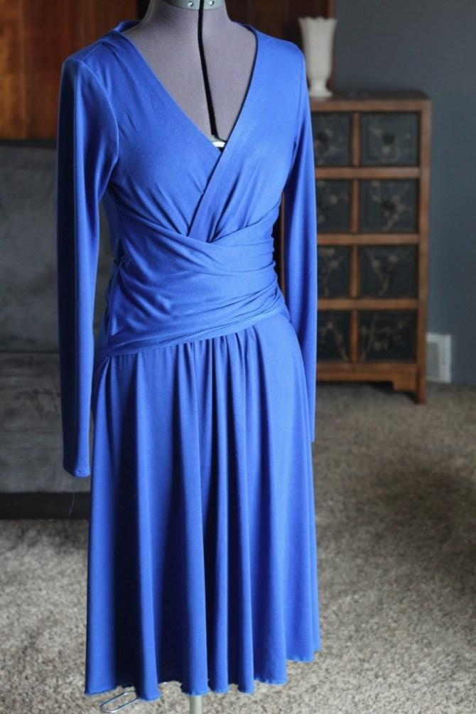 Recreating Kate: Issa Engagement Dress | Mabey She Made It | #katemiddleton #katemiddletonstyle #katemiddletonfashion #recreatingkate