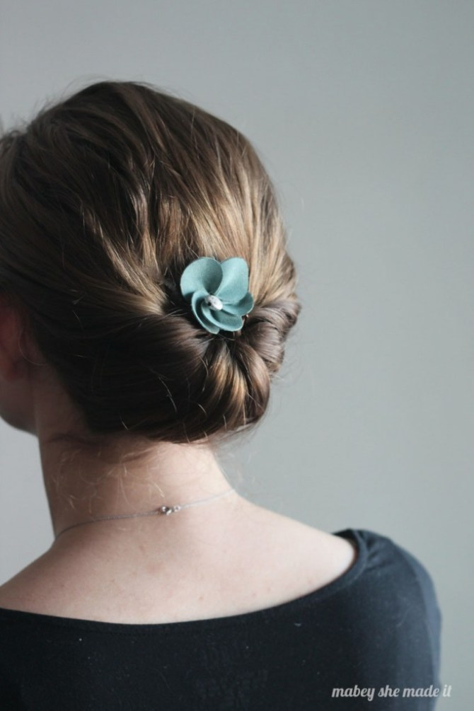 Suede Flower Comb | Mabey She Made It | #hairdo #hairstyle #crafts #diy #flower #suede