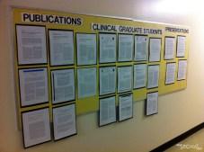 La décoration intérieure du département ! En plus des posters, il y a un peu partout des panneaux avec des publis, histoire de se rappeler que c'est ça qui fait marcher la science.