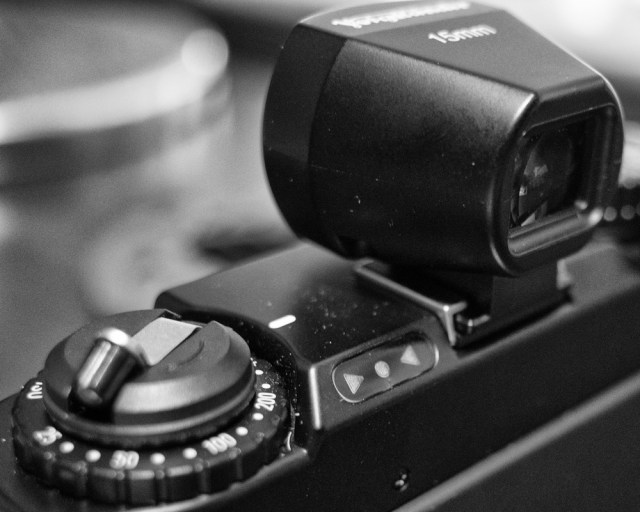 Simple controls: ISO setting underthe rewind lever, opposing triangles to set the exposure