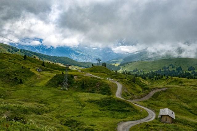 The path towards Grindelwald from near Kleine Scheidegg
