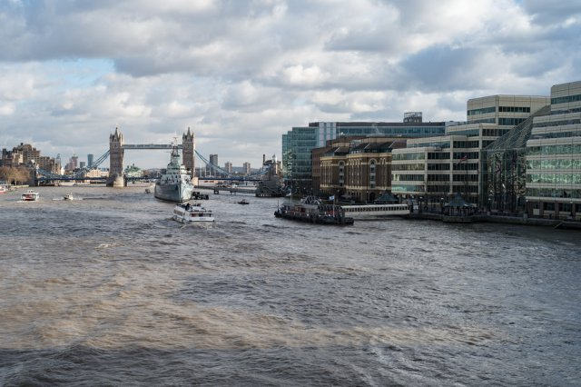 Editor Evans offered to trot over to  London Bridge  in an attempt to replicate my shot from 1965. It isn