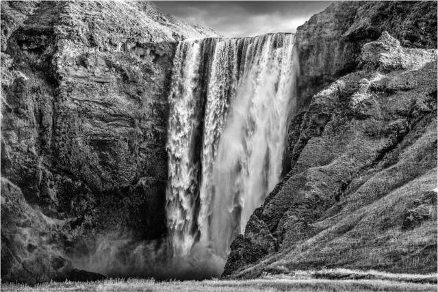 Icelandic Waterfall (Leica SL with Vario Elmarit 24-90mm)