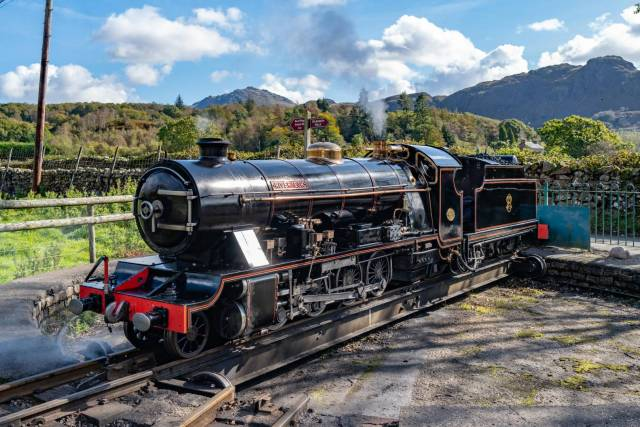 River Esk, built in 1923, one of the picture-perfect miniature steam engines seen here on the turntable at Dalegarth station. In the background you see Scafell, the highest spot in England (but both Scotland and Wales can do better)