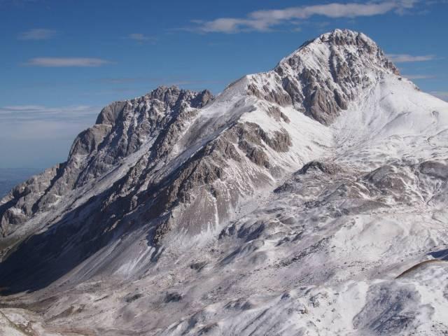 Corno Grande, West ridge; on the back the Corno Piccolo, from the side of Pizzo Cefalone