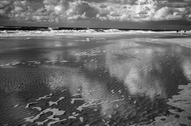 Reflection and overlay. M10-M with 50mm Summilux bei f/8.0 1/500s ISO 160, Red Filter