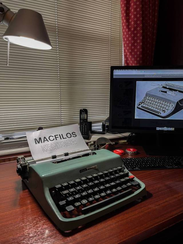 The Lettera 32 was introduced in 1963 and is distinguished by its sqare key tops