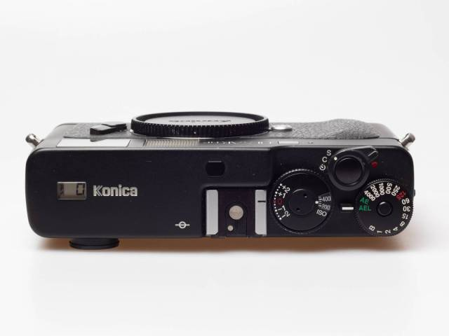 Sober design, fast shutter, easy to use for anyone who has ever worked with a rangefinder camera: the Hexar RF
