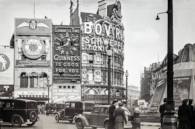 Piccadilly Circus during WWII
