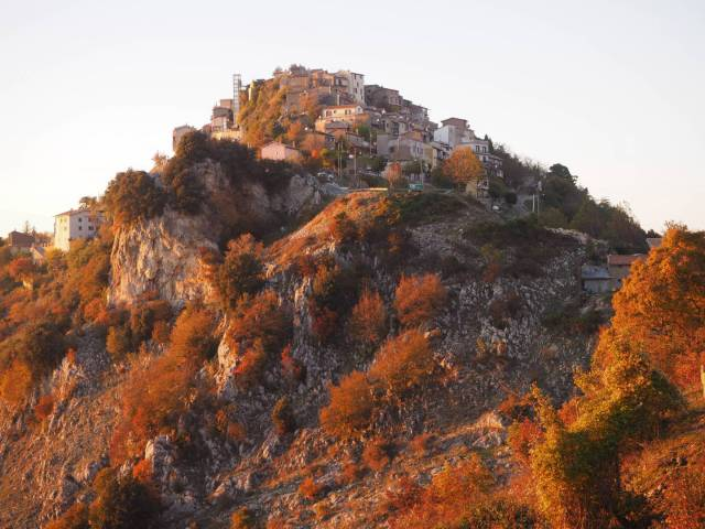 The natural position of the village means that any medieval siege would have been extremely difficult