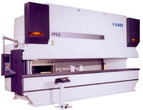 Pressa piegatrice oleodinamica LVD mod. PPEB 320/61 usata in vendita