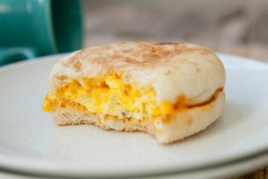 coffee mug breakfast sandwiches