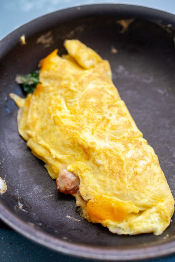 Bacon Spinach Omelette with Cheddar Cheese ~ Macheesmo