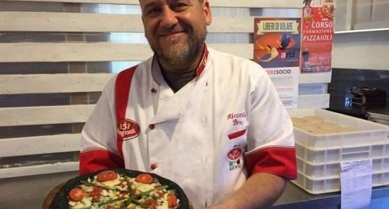 Da Abano Terme la pizza 100% carnivora con farina di grilli