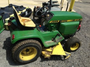 1980 John Deere 214 Lawn & Garden and Commercial Mowing