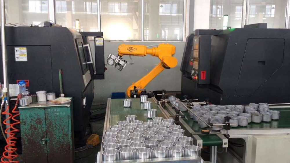 Robot Loading and unloading of the machine