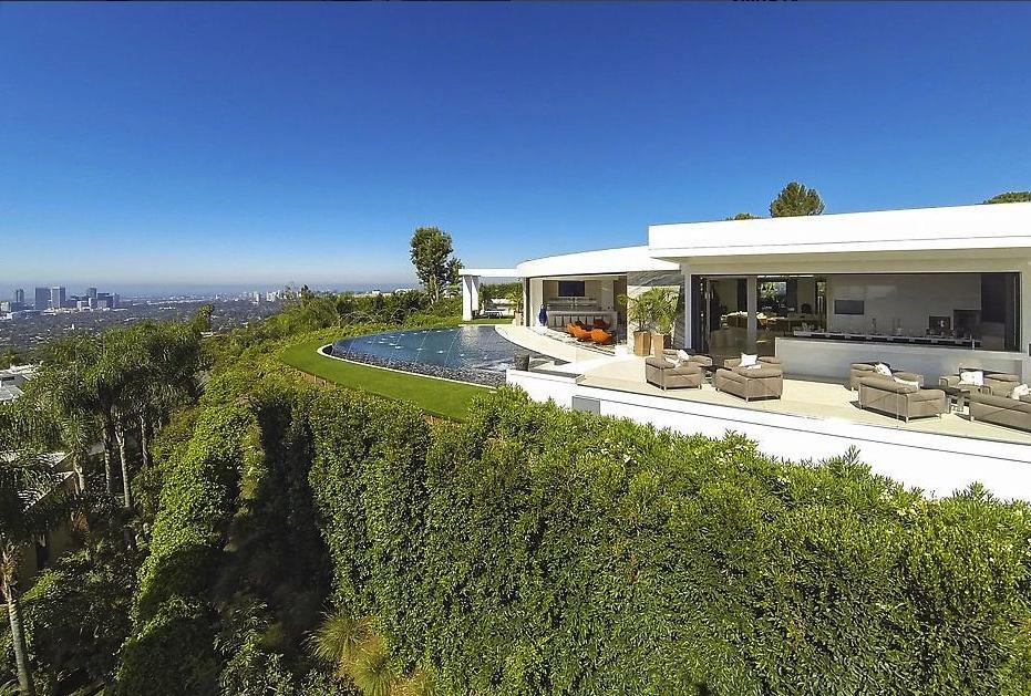 Minecraft il creatore batte allasta Beyonce e compra una villa da 70 milioni di dollari