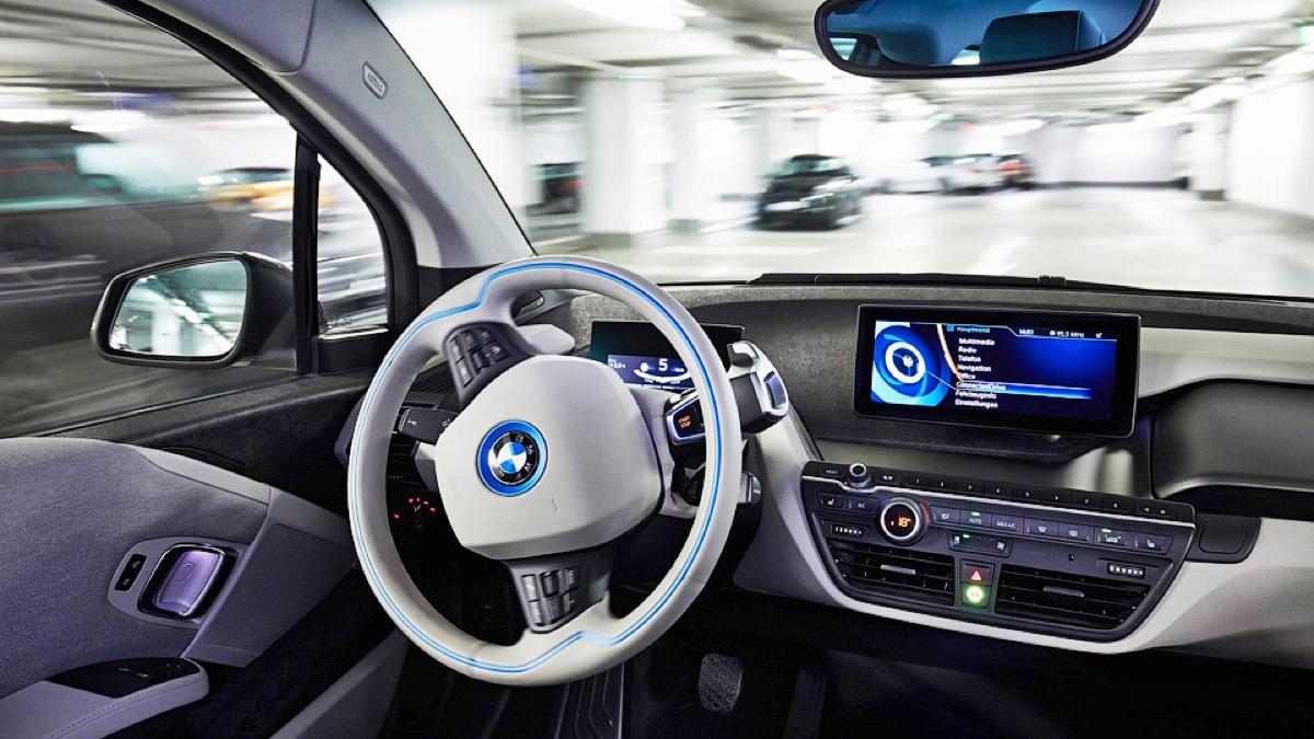 BMW si prepara alle auto a guida autonoma