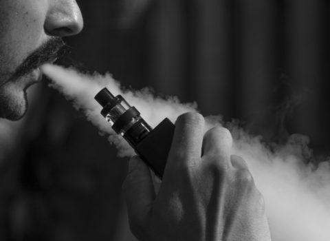La Cina vieta la vendita online delle sigarette elettroniche