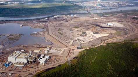 The Suncor oil sands facility seen from a helicopter near Fort McMurray, Alta. (Jeff McIntosh/CP)