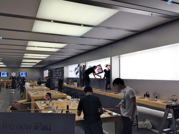 apple store behind the