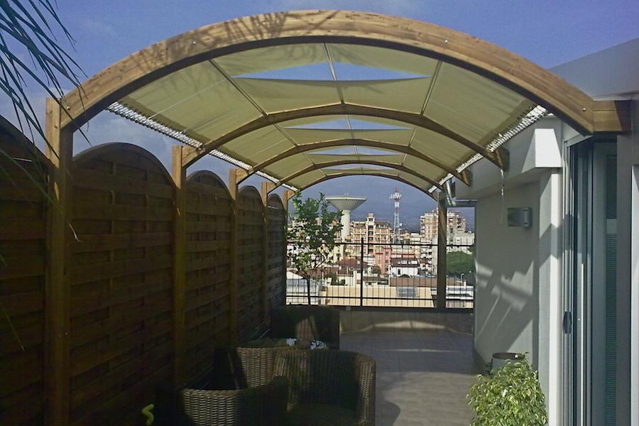 Copertura in legno lamellare per terrazzo  MACO Sas di Corbella M  C