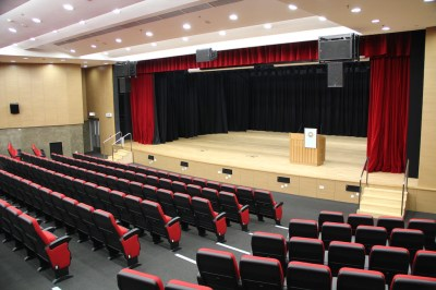 Equipped with professional lighting, rigging & machinery and AV systems, the 400-seat auditorium is an ideal venue for all kinds of academic, university-wide and student activities.