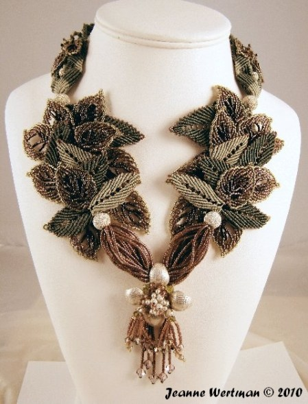 Beautiful macrame necklace using the leaf pattern.
