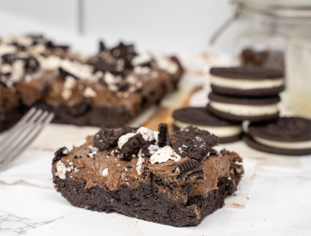 oreo protein cake with frosting