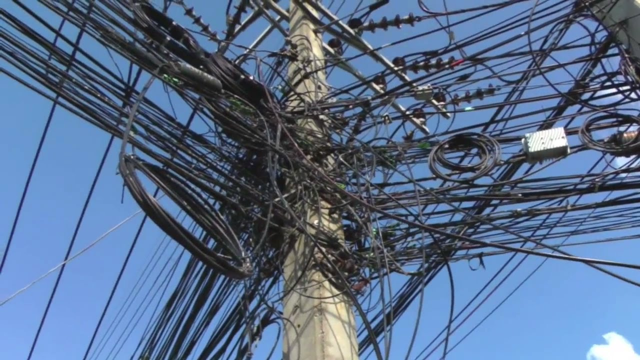 hight resolution of messy telephone wiring