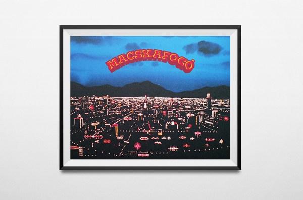 MACSKAFOGÓ plakát: hajnal a város felett