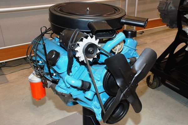 Pontiac 370 CID Tri-Power V8