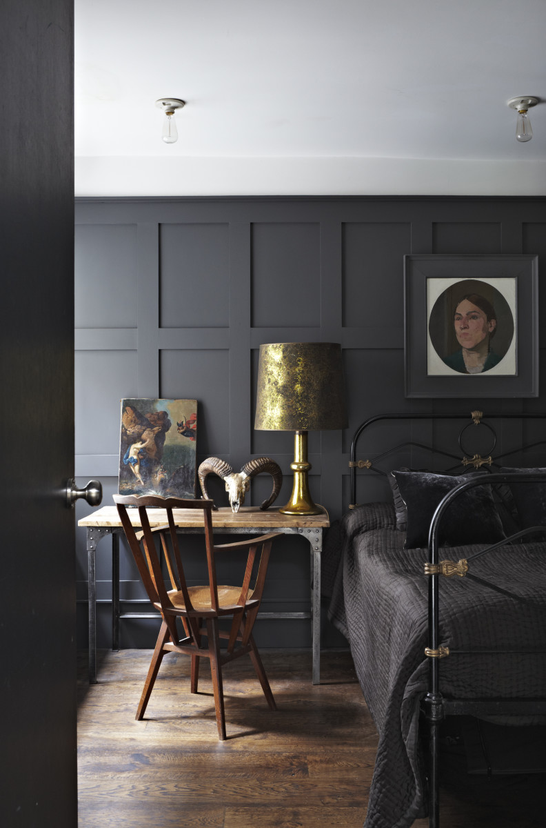 dark grey walls via the chromologist