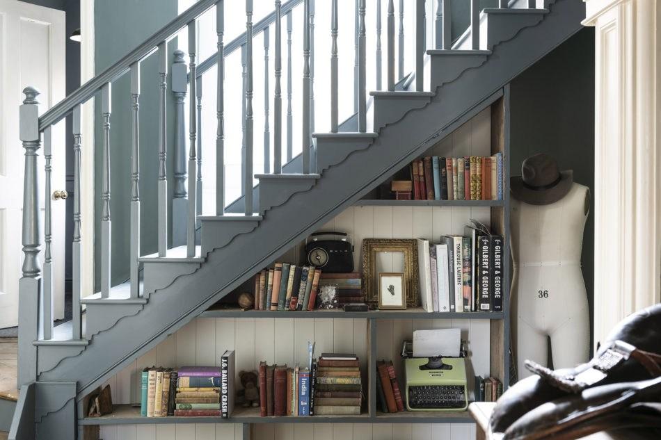 Under Stair Storage Via The Modern House Mad About The House | Modern Under Stairs Storage | Hallway Understairs Storage | Grey | Home Stair | Bajo | Minimal