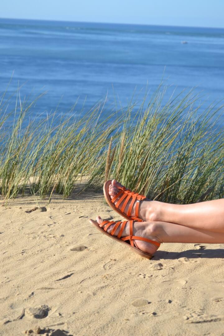 Madame Estoy, les sandales tropeziennes en cuir sur mesure fabrication française pour femmes et enfants