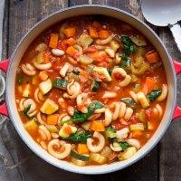 Minestrone - Italienische Gemüsesuppe (Eintopf)