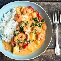 Garnelen-Curry mit Kokosmilch und Spinat