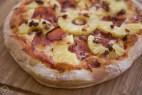 Πίτσα με ανανά (Hawaiian Pizza)
