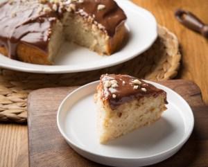 Κέικ φουντουκιού με γλάσο πραλίνας (VIDEO)