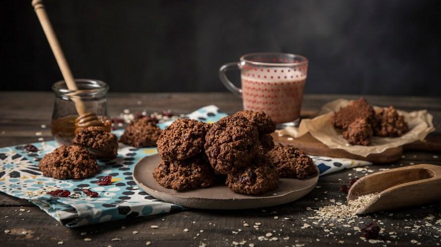 Σοκολατένια μπισκότα βρώμης με μέλι (VIDEO)