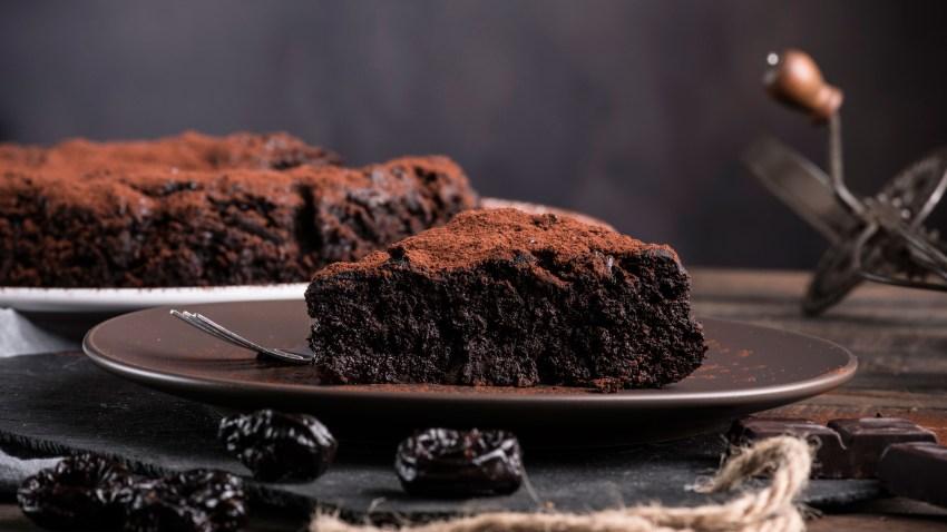 Το απόλυτο ζουμερό κέικ σοκολάτας (VIDEO)
