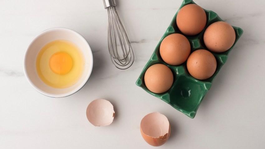 Γιατί κάποιες συνταγές ζητούν ολόκληρα αυγά και κάποιες μόνο τους κρόκους ή τ' ασπράδια;