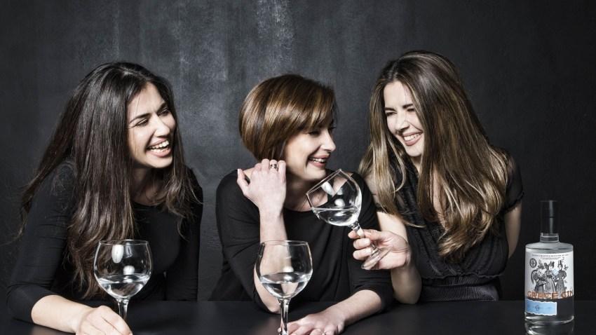 Grace Gin: Το βραβευμένο ελληνικό gin που παράγεται στην Εύβοια και έχει δημιουργηθεί από βότανα, μπαχαρικά και τρεις γυναίκες