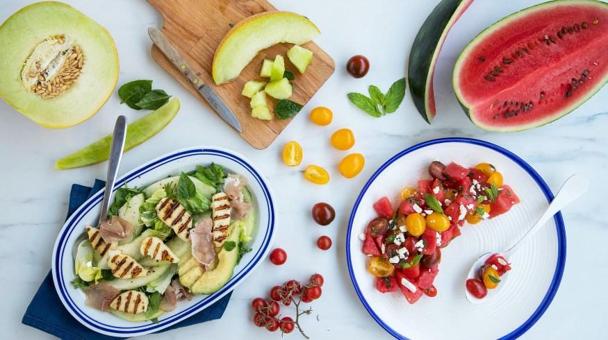 2 υπέροχες σαλάτες για το καλοκαίρι με καρπούζι και πεπόνι