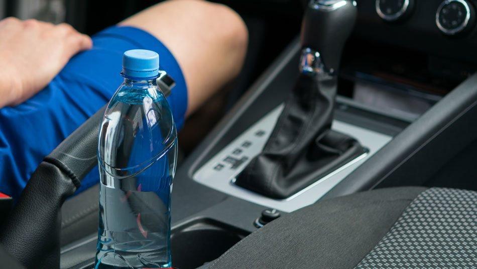 Μην αφήνεις ποτέ πλαστικά μπουκάλια νερού στο αυτοκίνητό σου