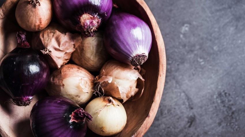 Κρεμμύδια και σκόρδα με φύτρες: είναι ασφαλή προς κατανάλωση;